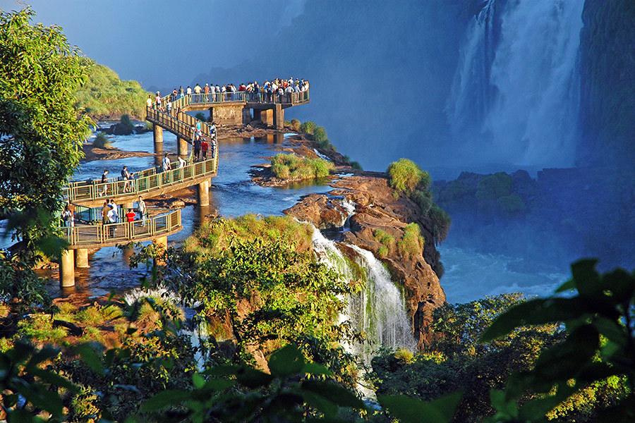 Beautiful views of waterfalls from 11 bridges around the for Beautiful hotels around the world